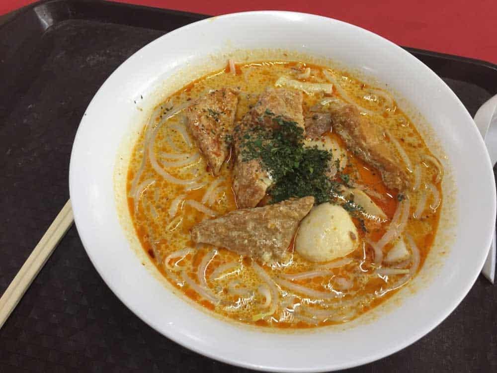 Eat Laksa in Singapore
