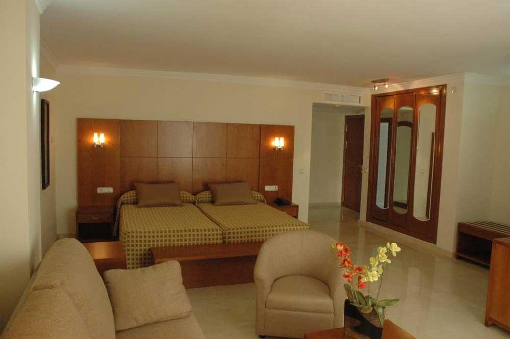 Room Benabola Hotel & Suites