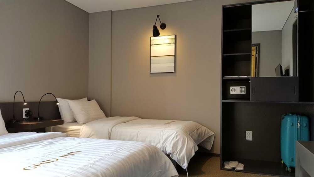 Room @ Grid Inn Hotel