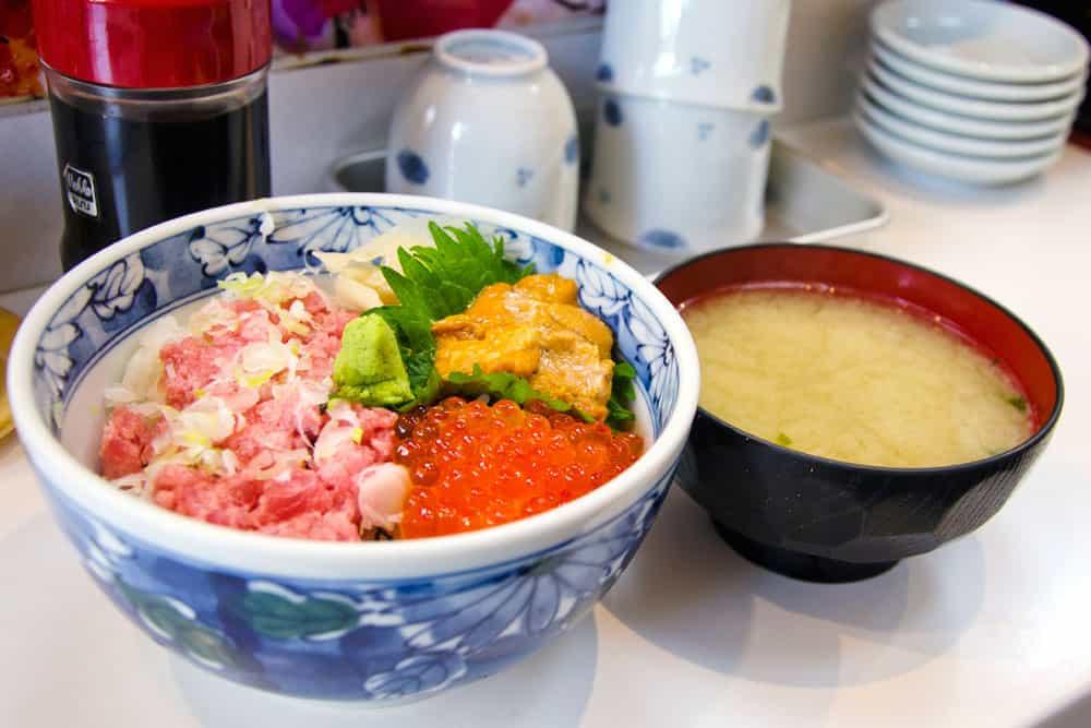 Sushi Breakfast at Tsukiji Fish Market